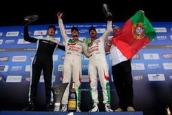 Подиум: второе место – Тед Бьорк, Polestar Cyan Racing, победитель Норберт Михелиц, Honda Racing Team JAS, третье место – Тьягу Монтейру, Honda Racing Team JAS