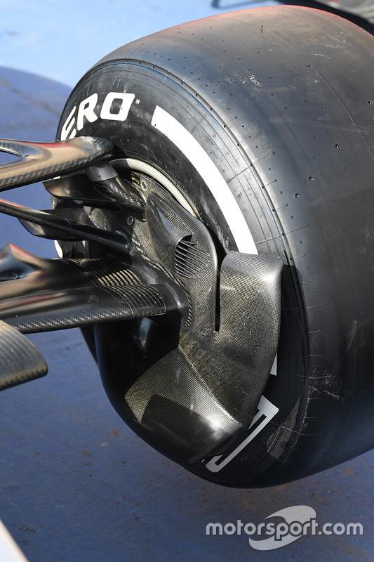 Передняя подвеска Mercedes F1 W08