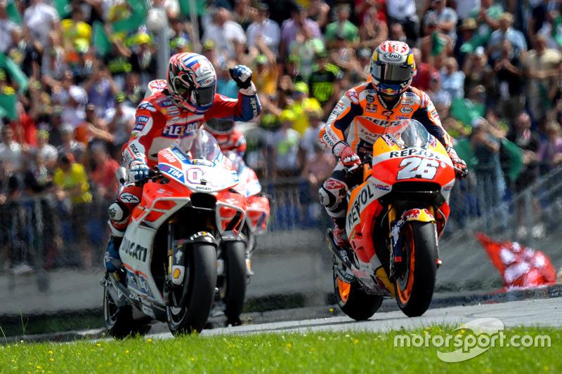 Переможець гонки Андреа Довіціозо, Ducati Team, третє місце Дані Педроса, Repsol Honda Team