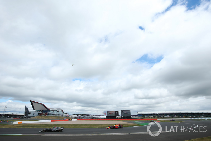 Кевін Магнуссен, Haas F1 Team VF-17, Даніель Ріккардо, Red Bull Racing RB13