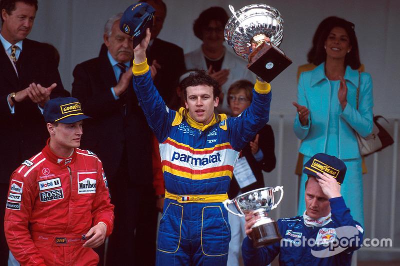 Podium: juara lomba Olivier Panis, Ligier, peringkat kedua David Coulthard, McLaren, peringkat ketiga Johnny Herbert, Sauber