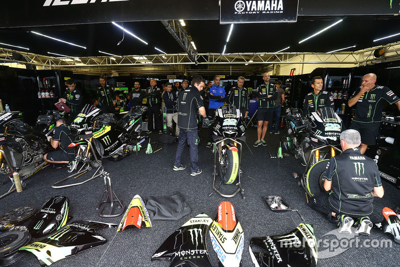 Tech 3 Yamaha garage