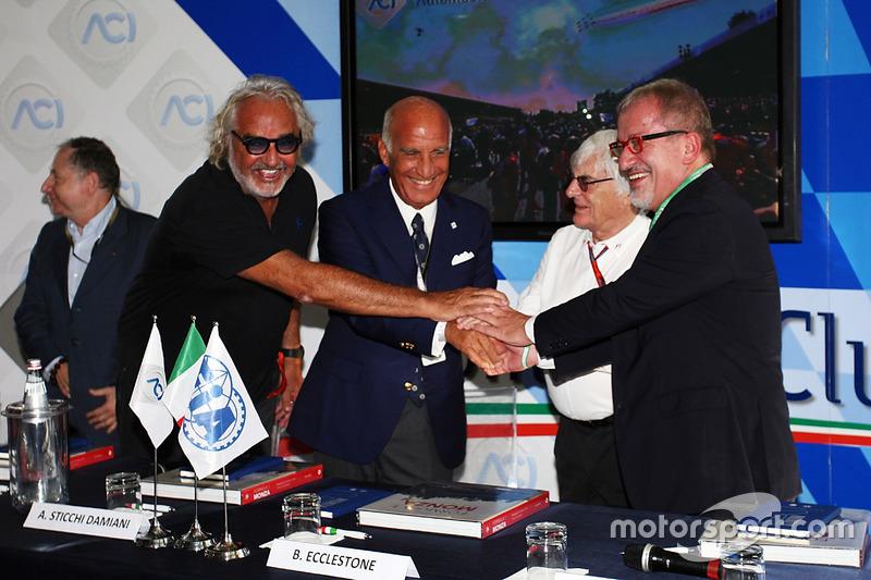 (Da sx a dx): Jean Todt, Presidente FIA con Flavio Briatore; Dr. Angelo Sticchi Damiani, Presidente Aci Csai; Bernie Ecclestone e Roberto Maroni, Presidente della Regione Lombardia, all'annuncio al circuito di Monza