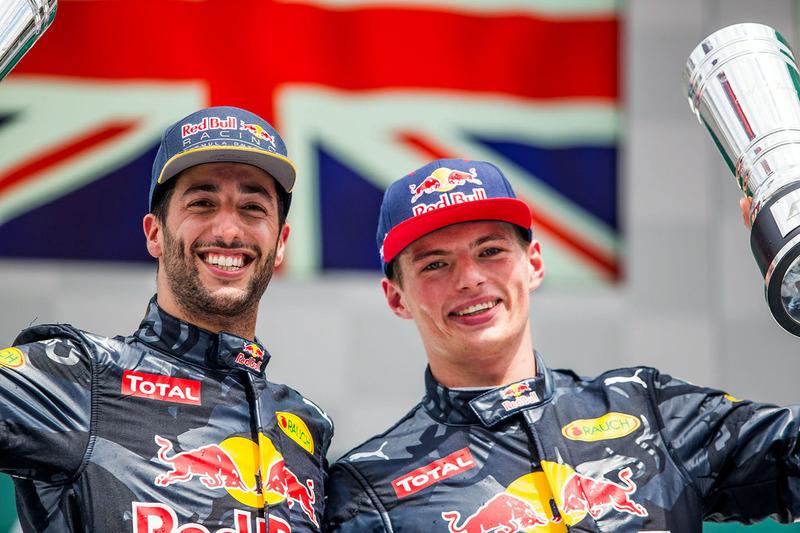 Podio: segunda posición Daniel Ricciardo, Red Bull Racing, tercera posición Max Verstappen, Red Bull Racing