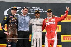 Podyum: Max Verstappen, Red Bull Racing, James Vowles, Mercedes AMG F1 Şef Stratejisti, Lewis Hamilton, Mercedes AMG F1 ve Kimi Raikkonen, Ferrari