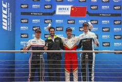 Podium: Race winner Esteban Guerrieri, Campos Racing, Chevrolet RML Cruze TC1, second place Yann Ehrlacher, RC Motorsport, Lada Vesta , third place Nicky Catsburg, Polestar Cyan Racing, Volvo S60 Polestar TC1