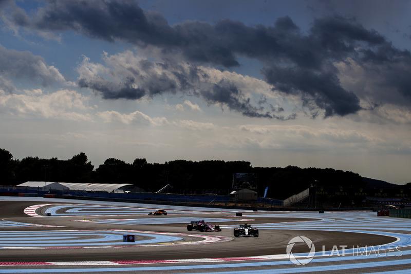 Valtteri Bottas, Mercedes AMG F1 W09, Sergio Perez, Force India VJM11