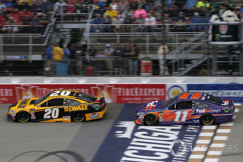 Erik Jones, Joe Gibbs Racing, Toyota Camry DeWalt Denny Hamlin, Joe Gibbs Racing, Toyota Camry FedEx