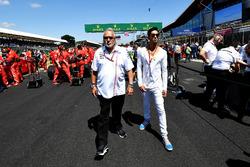 Dr. Vijay Mallya, propietario del equipo Force India Formula One en la parrilla