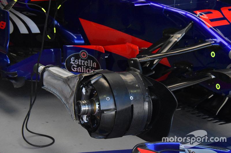 Scuderia Toro Rosso STR12 fren detay