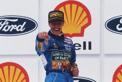 Podium : le vainqueur Michael Schumacher, Benetton
