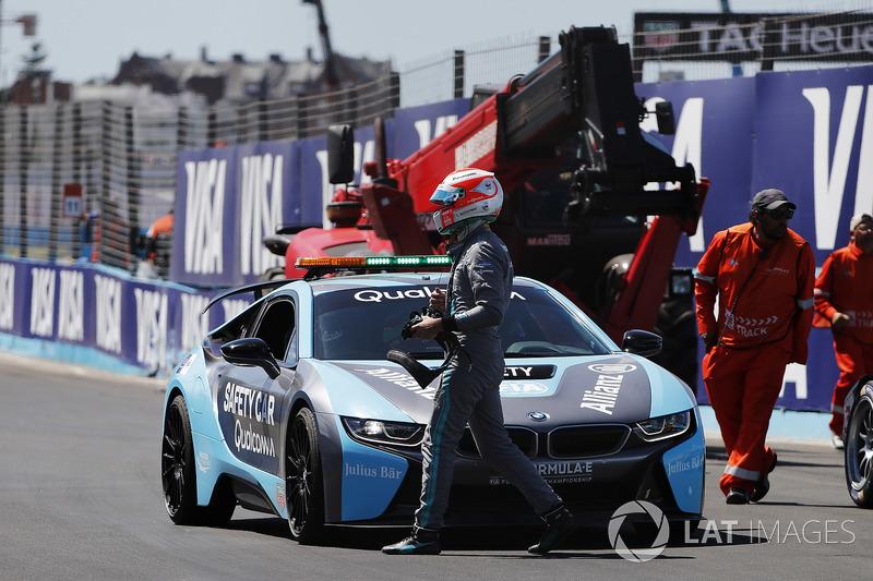 Nelson Piquet Jr., Jaguar Racing, climbs into the BMW i8 Safety Car after crashing