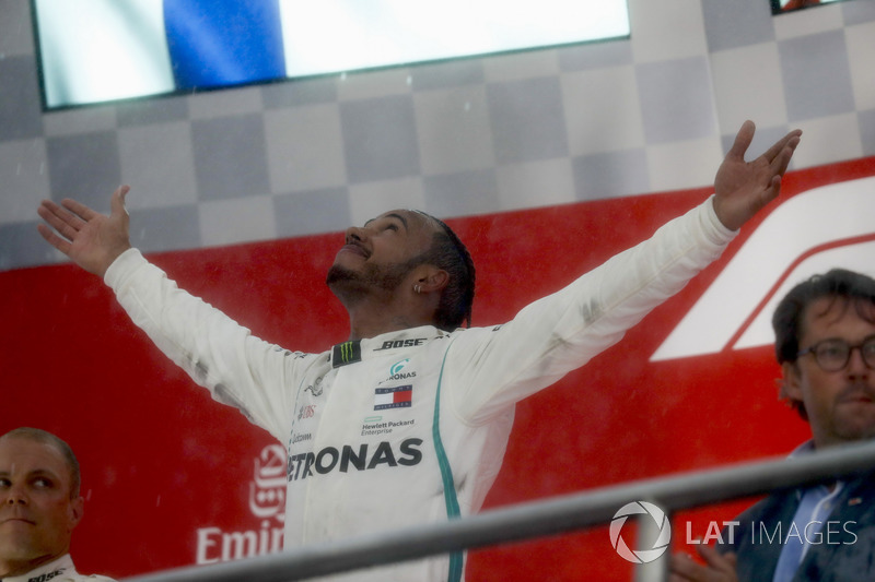 Lewis Hamilton, Mercedes AMG F1, et Valtteri Bottas, Mercedes AMG F1, sur le podium