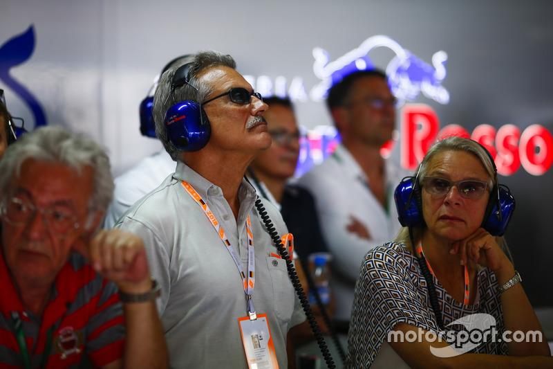 Маріо Тайссен у боксах Toro Rosso