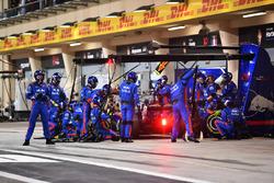 Pierre Gasly, Scuderia Toro Rosso STR13 pit stop