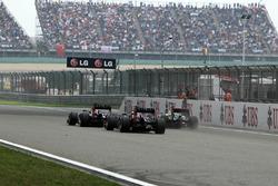 Mark Webber, Red Bull Racing RB8, Sebastian Vettel, Red Bull Racing RB8 y Lewis Hamilton, McLaren MP4-27