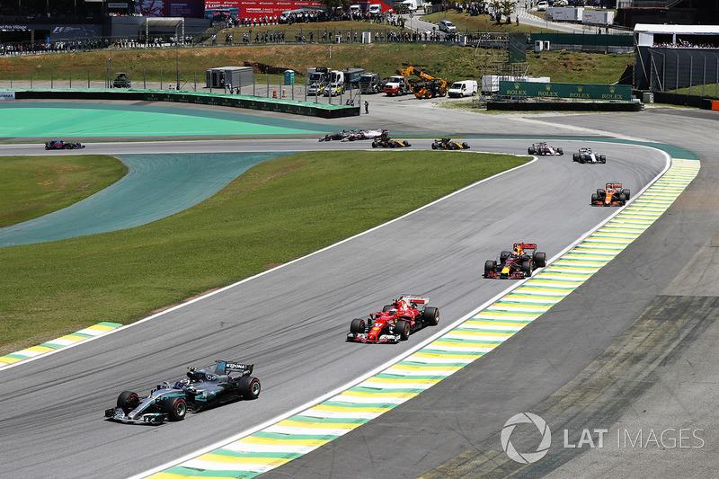 Valtteri Bottas, Mercedes-Benz F1 W08, Kimi Raikkonen, Ferrari SF70H