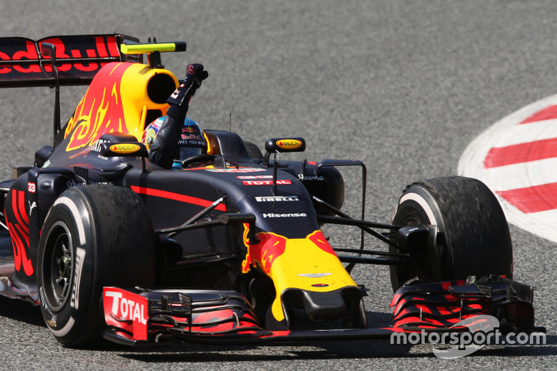 Ganador, Max Verstappen, Red Bull Racing RB12 celebra al final de la carrera