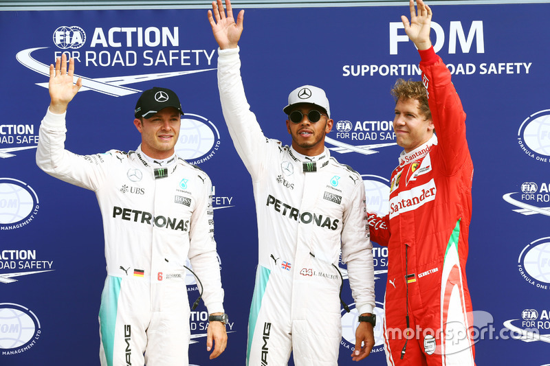 Calificación los tres primeros en Parc ferme: segundo lugar de Nico Rosberg, Mercedes AMG F1; ganador d ela pole Lewis Hamilton, Mercedes AMG F1; tercer lugar Sebastian Vettel, Ferrari