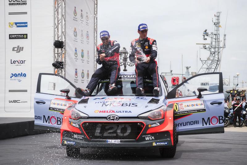 Thierry Neuville, Nicolas Gilsoul, Hyundai i20 WRC, Hyundai Motorsport celebrates the podium