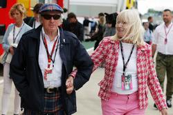 Sir Jackie Stewart con su esposa Lady Helen Stewart