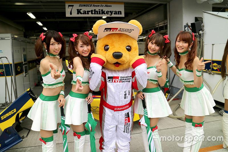 Kumakichi, Toyota mascot with lovely grid girls