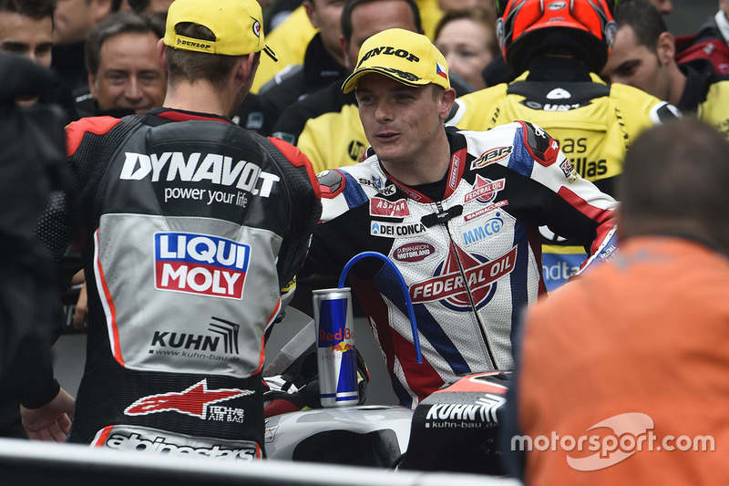 Il vincitore della gara Jonas Folger, Dynavolt IntactGP con Sam Lowes, Federal Oil Gresini Moto2