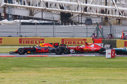 Max Verstappen, Red Bull Racing RB13, Sebastian Vettel, Ferrari SF70H, battle hard at the start of t