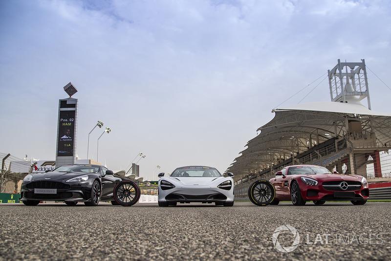 Pirelli Hot Laps cars on the grid