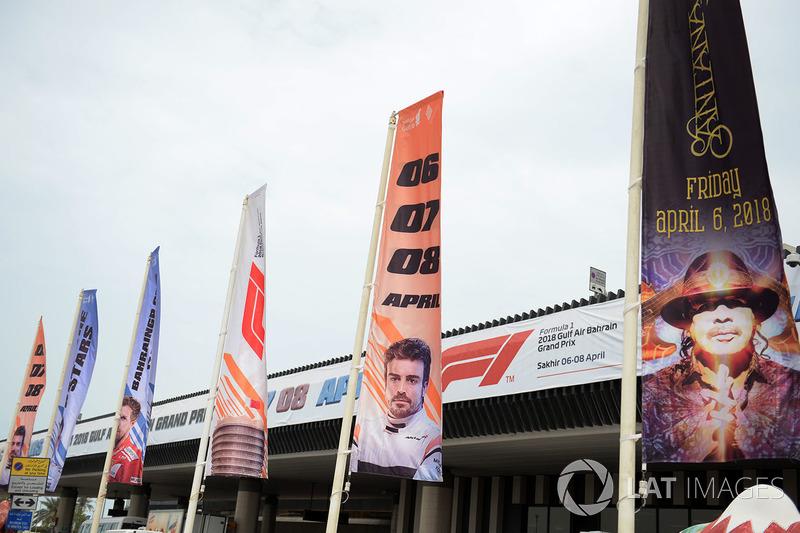 Прапори Гран Прі Бахрейну та брендинг в аеропорті