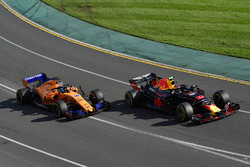 Max Verstappen, Red Bull Racing RB14 and Fernando Alonso, McLaren MCL33