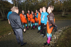 Мика Хаккинен и участники McLaren World's Fastest Gamer