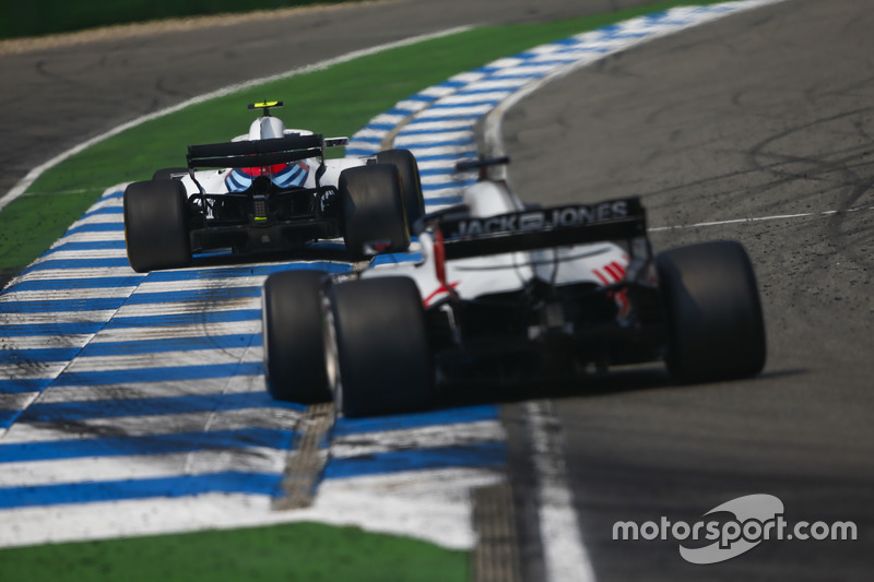 Sergey Sirotkin, Williams FW41, Romain Grosjean, Haas F1 Team VF-18