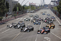 Josef Newgarden, Team Penske Chevrolet, Scott Dixon, Chip Ganassi Racing Honda, al comando alla partenza