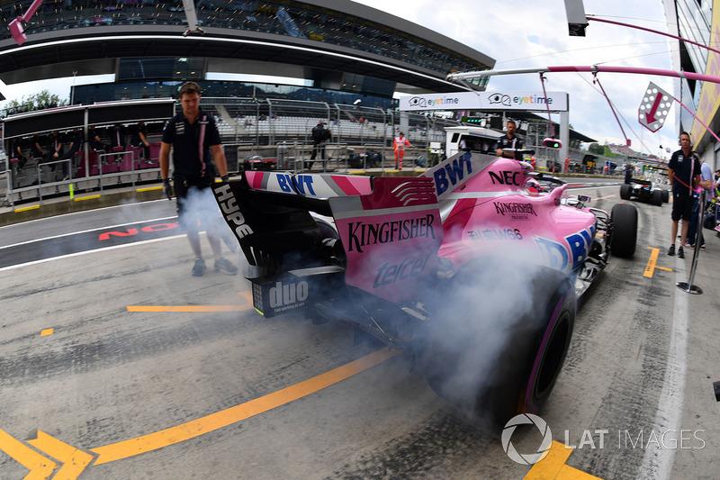 Sergio Perez, Force India VJM11 fait fumer ses gommes