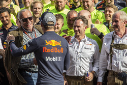 Race winner Max Verstappen, Red Bull Racing celebrates with Dietrich Mateschitz, CEO and Founder of Red Bull, Christian Horner, Red Bull Racing Team Principal, Dr Helmut Marko, Red Bull Motorsport Consultant and the team