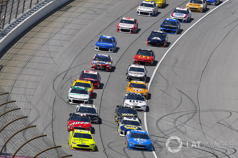 Paul Menard, Wood Brothers Racing, Ford Fusion Menards / Sylvania e Ryan Blaney, Team Penske, Ford Fusion PPG