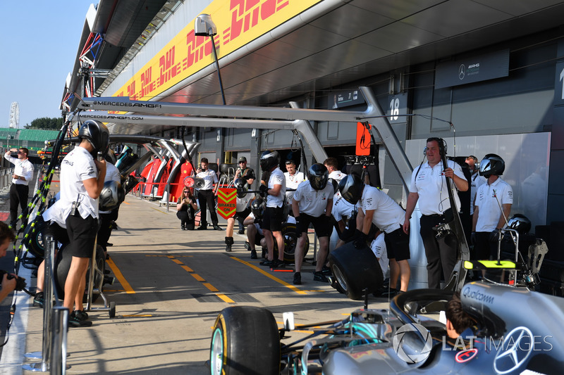 Mercedes AMG F1, prove di pit stop