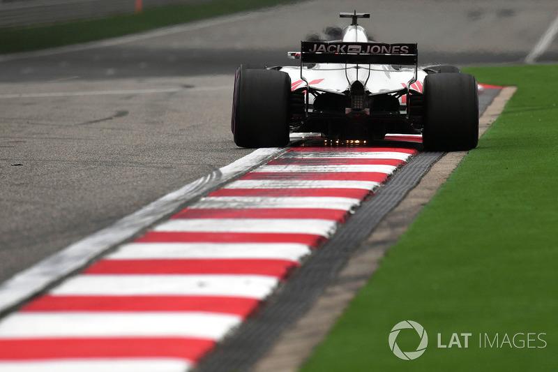 Romain Grosjean, Haas F1 Team VF-18 sparks