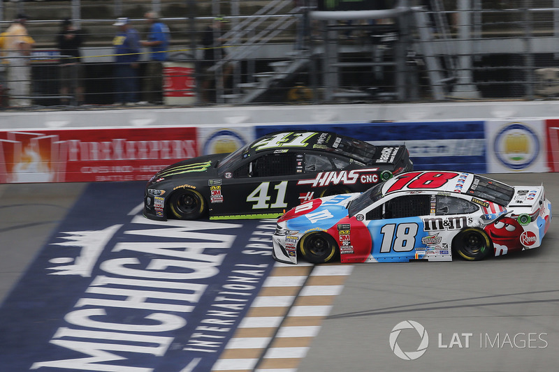Kurt Busch, Stewart-Haas Racing, Ford Fusion Monster Energy / Haas Automation Kyle Busch, Joe Gibbs Racing, Toyota Camry M&M's Red White & Blue