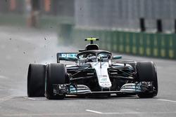 Valtteri Bottas, Mercedes-AMG F1 W09 EQ Power+ lastik patlatıyor