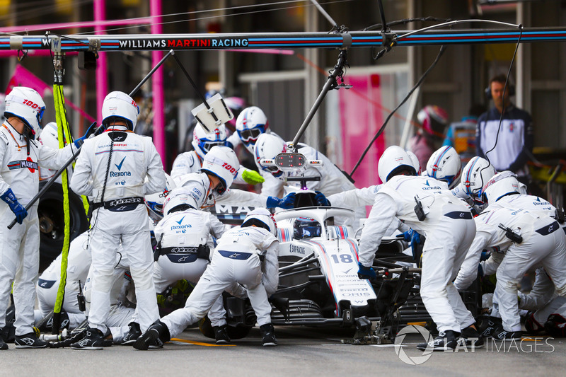 Lance Stroll, Williams FW41 Mercedes, pit stop