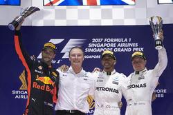 Podium: Segundo, Daniel Ricciardo, Red Bull Racing, ganador, Lewis Hamilton, Mercedes AMG F1, tercero, Valtteri Bottas, Mercedes AMG F1