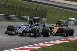 Marcus Ericsson, Sauber C36 and Nico Hulkenberg, Renault Sport F1 Team RS17