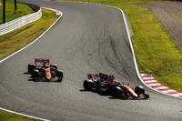 Fernando Alonso, McLaren MCL32, Stoffel Vandoorne, McLaren MCL32