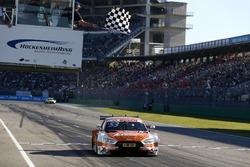 Checkered flag for Jamie Green, Audi Sport Team Rosberg, Audi RS 5 DTM