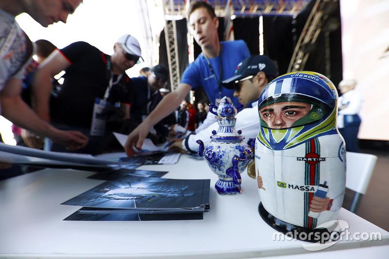 Матрешка в виде Фелипе Массы на Гран При России