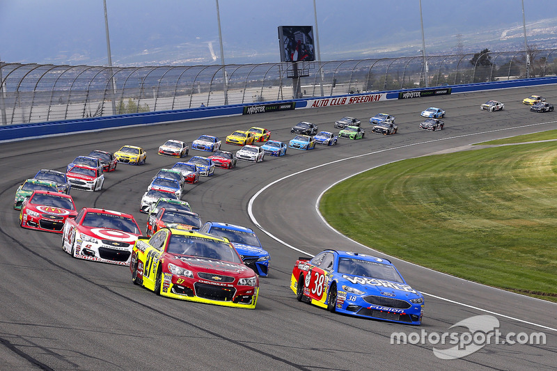 Neustart, David Ragan, Front Row Motorsports, Ford; Paul Menard, Richard Childress Racing, Chevrolet