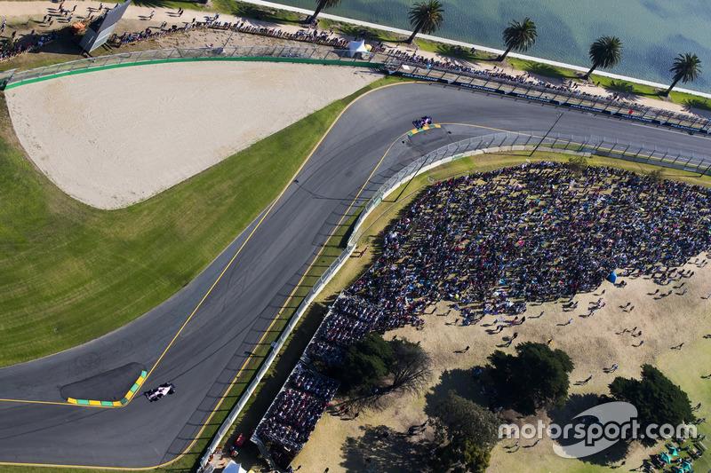 Sergio Perez, Force India VJM10; Daniil Kvyat, Scuderia Toro Rosso STR12