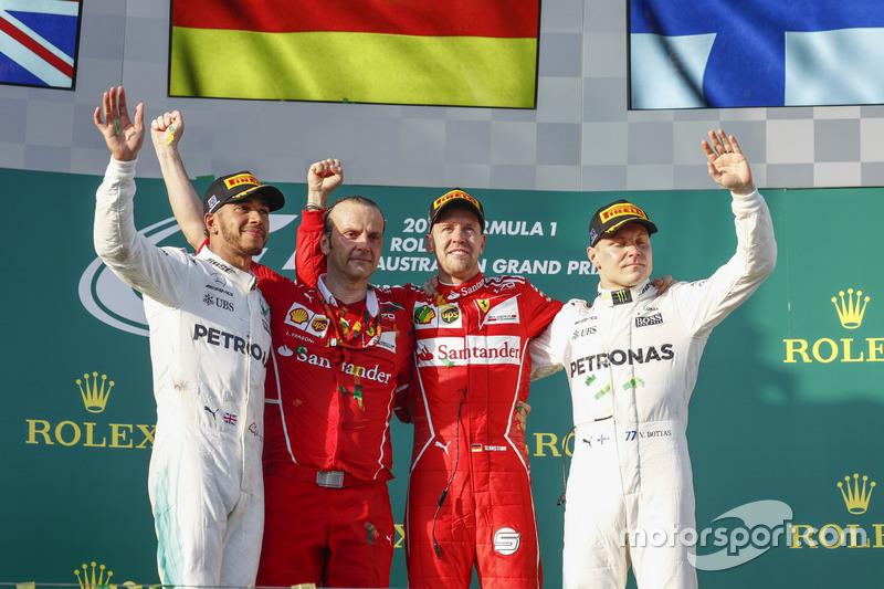 Podum: 1. Sebastian Vettel, Ferrari; 2. Lewis Hamilton, Mercedes AMG F1; 3. Valtteri Bottas, Mercedes AMG F1, mit Luigi Fraboni, Ferrari, Motorenchef